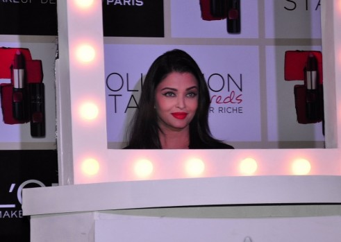 Aishwarya Rai Bachchan Charms Black Dress Loreal Product Launch Event
