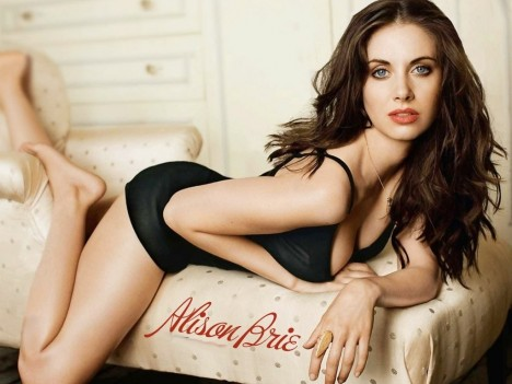 Alison Brie Height Body