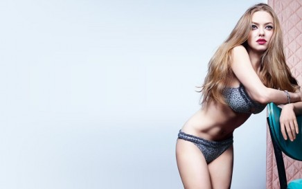 Amanda Seyfried Hot Wallpapers