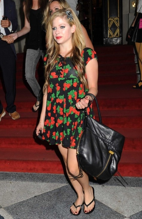 Avril Lavigne Wears Floral Dress At The Betsy Russell Fashion Show Nyc Avril Lavigne