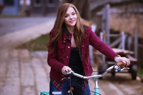 Oe Moretz Smiling Hd Wallpapers If Stay