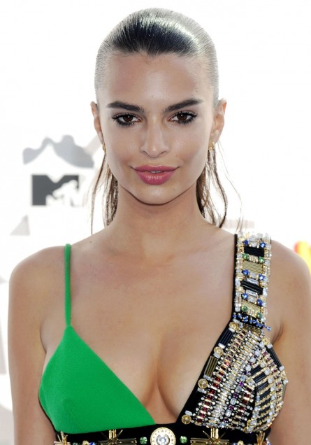 Emily Ratajkowski Mtv Movie Awards