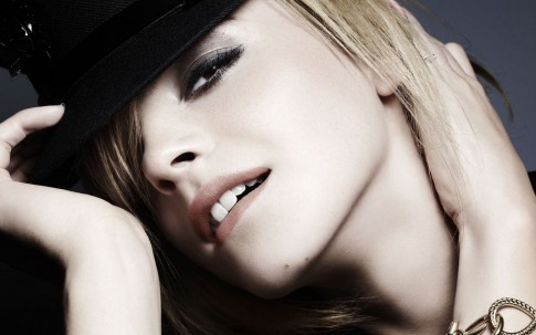 Free Download Tv Movies Post Of Emma Watson Girl In Hat And Appealing Pose Shall Grab Much Attention Movies