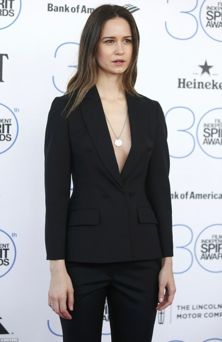Ec Daring To Bare Katherine Waterston Took The Plunge In Black Bl
