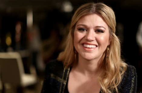 Kelly Clarkson New Wedding Blake Shelton Kelly Clarkson Engaged Beach