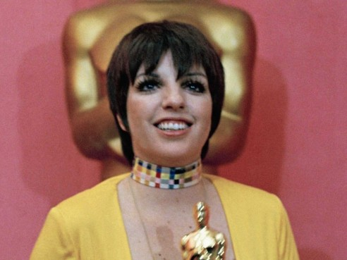 In Liza Minnelli Dressed Bright In Halston For Her Big Win For Cabaret Oscars