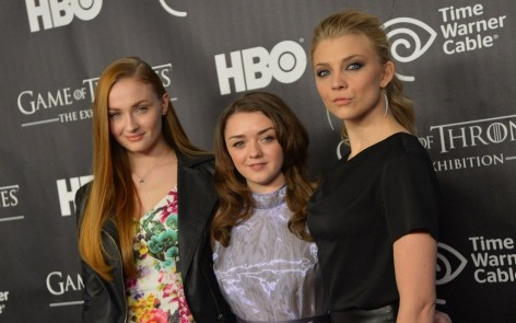 Sophie Turner Natalie Dormer And Maisie Williams Celebrity Hd Wallpaper Beach