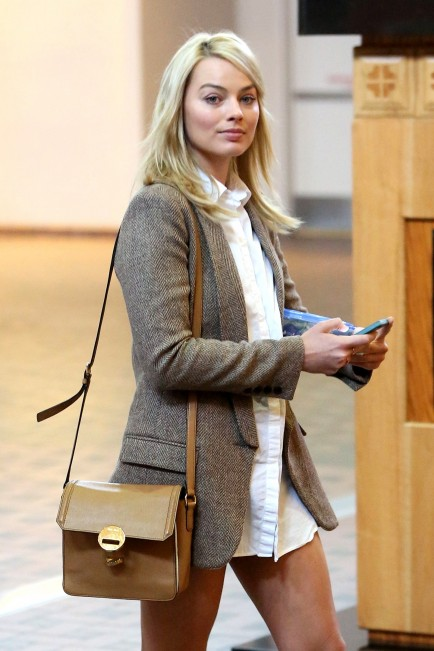 Margot Robbie Airport In Albuquerque New Meico
