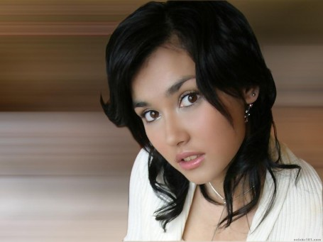 Wavy Hairstyle Celebrity From Maria Ozawa