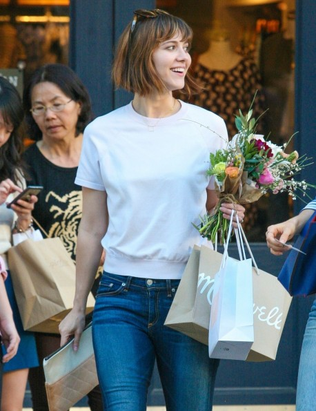 Mary Elizabeth Winstead Going To The Grove With Friend In West Hollywood