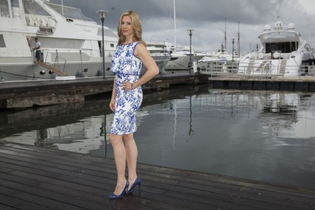 Mira Sorvino Posing For Intruders Photocall During Mipcom Festival In France