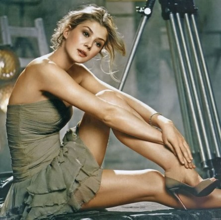 Rosamund Pike Legs Hot