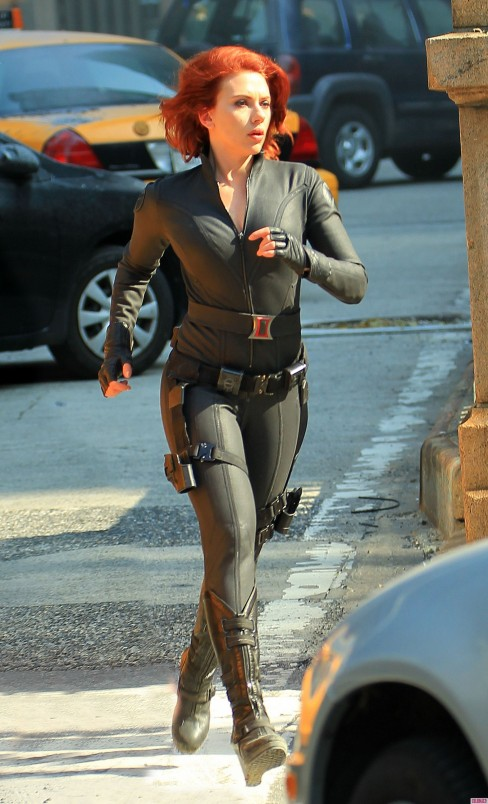 Scarlett Johansson Wears Tight Bodysuit On The Set Of The Avengers In Central Park Avengers