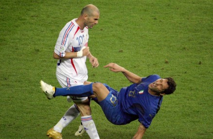 The Legend Of Football Zinedine Zidane Moment Of Fame Wallpaper